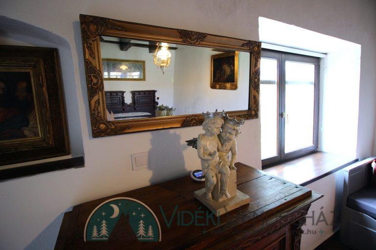 Antik-Vendégház-Feszty-családi-apartman-részlet-10.jpg