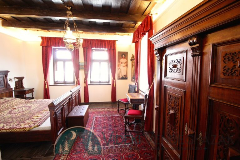 Antik-Vendégház-Lotz-szoba-részlet-2.jpg