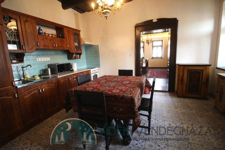 Antik-Vendégház-első-két-szoba-konyhája-2-2.jpg