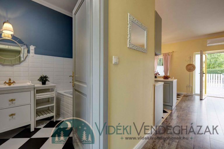 Doors_epuletfotok-0026_27_28_29_30_Fusion-Interior-scaled-1.jpg