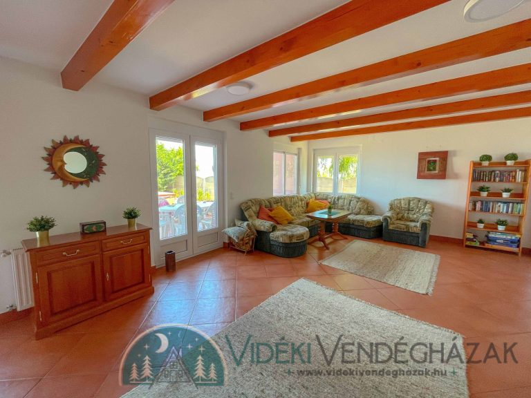 Lakeside_Vintage_Villa_16-scaled-1.jpg