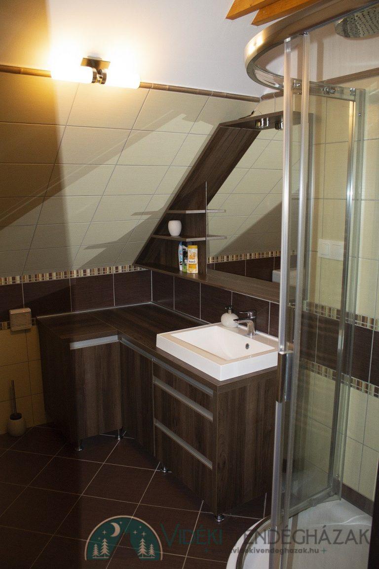 zuhanyzo1-kisebb.jpg